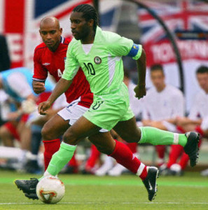 Nigeria's midfielder Jay Jay Okocha (10) runs with the ball past England's midfielder Trevor Sinclair during match 38 group F of the 2002 FIFA World Cup Korea Japan 12 June, 2002 in Osaka, Japan. AFP PHOTO GABRIEL BOUYS