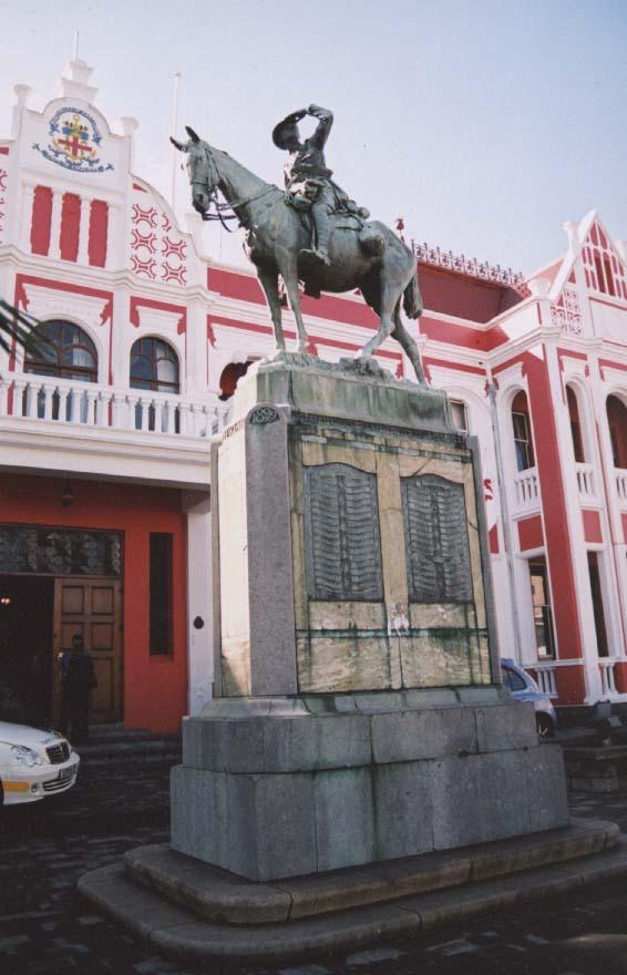 war statue